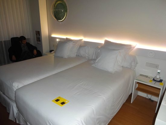Barcelo Sants: Twin bed room