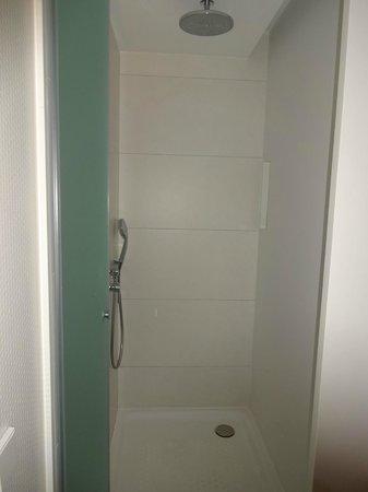 Barcelo Sants: Shower