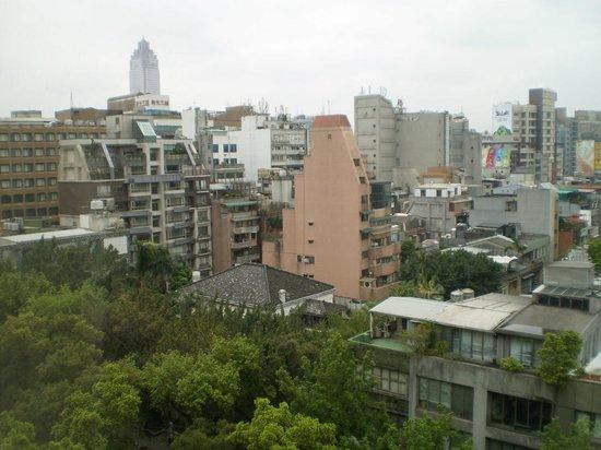 Hotel Royal-Nikko Taipei: 部屋(10階)からの眺めです。