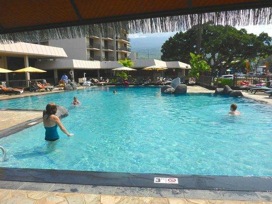 Courtyard by Marriott King Kamehameha's Kona Beach Hotel: Pool area