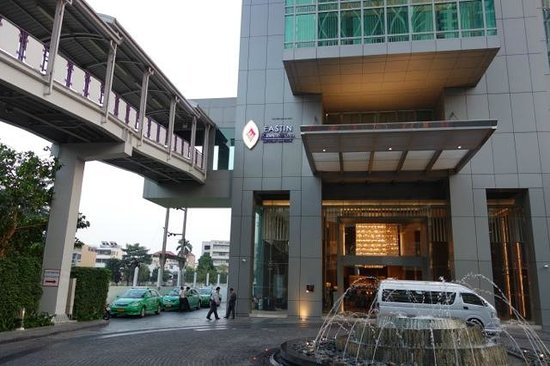 Eastin Grand Hotel Sathorn: Direct link to Sky Train BTS.