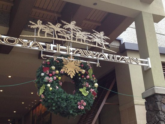 Royal Hawaiian Center : 2