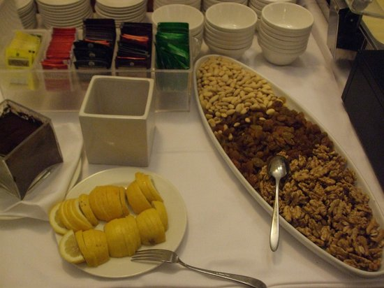 Starhotels Business Palace : Tea and a selection of nuts