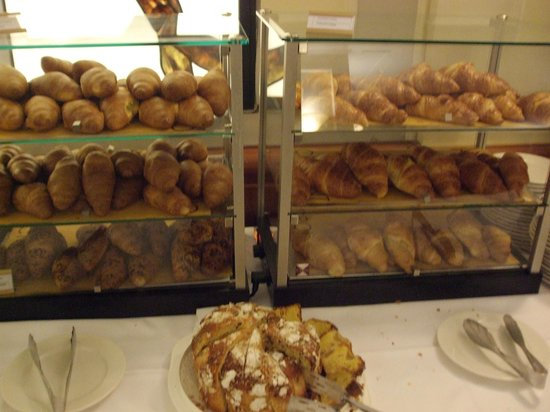 Starhotels Business Palace : Various croissants