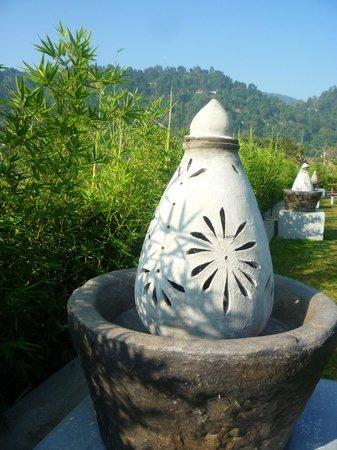 Earl's Regency: Garden features