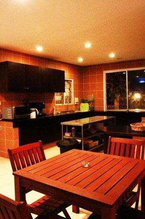 Planet Borneo Lodge: Dining & Kitchen