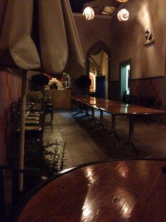 Erlum: restaurant setup