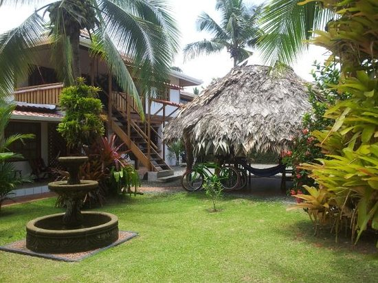 Cabinas Tropical : Garden