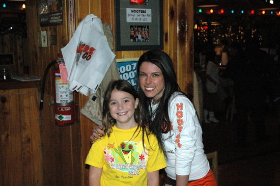 Hooters of Manhattan: My very first Hooters photo.