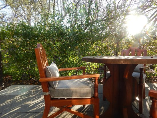 Hotel Yountville: Morning sun on the patio