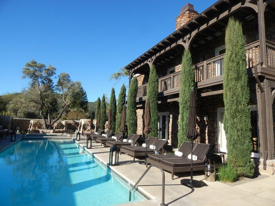 Hotel Yountville: Breathtaking morning view of pool
