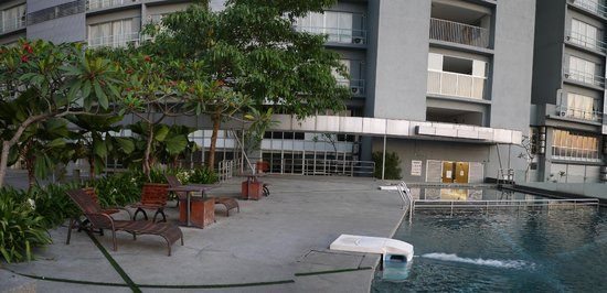 ibis Styles Kuala Lumpur Fraser Business Park: pool area