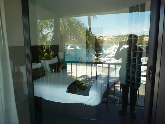 Pier 21 Apartment Hotel : Bedroom, with view reflected