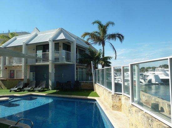 Pier 21 Apartment Hotel: Outdoor pool