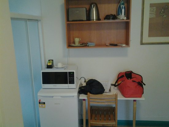 Sydney City Lodge : facilities in single room with own bathroom
