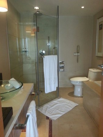 Sofitel Xian on Renmin Square: toilet on 6th floor room