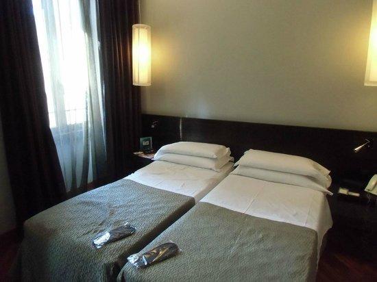 Hotel Re di Roma: 採光もあって落ち着いた部屋