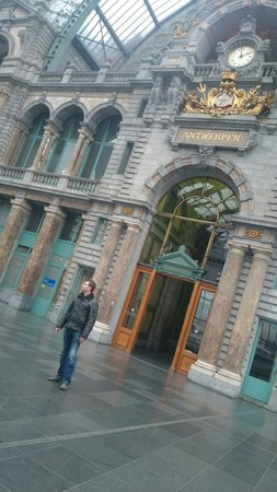 Bahnhof Antwerpen-Centraal: Station Antwerpen beautiful