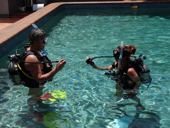Cairns Dive School - Day Tour: Training day in the Pool