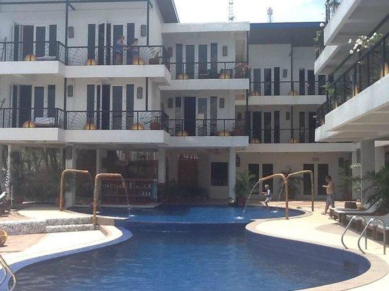 Sunset at Aninuan Beach Resort: Pool