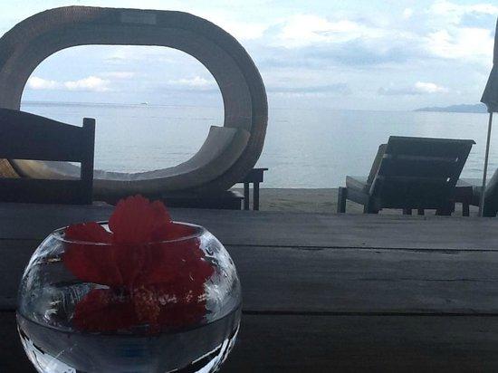Sunset at Aninuan Beach Resort: Loungers