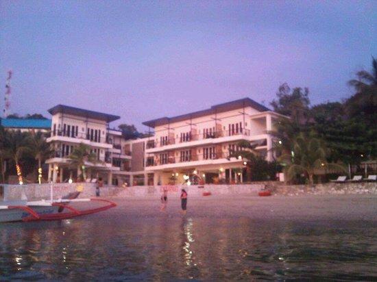 Sunset at Aninuan Beach Resort: Hotel view