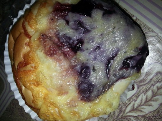 Ipoh Bakery: Blueberry cheese......