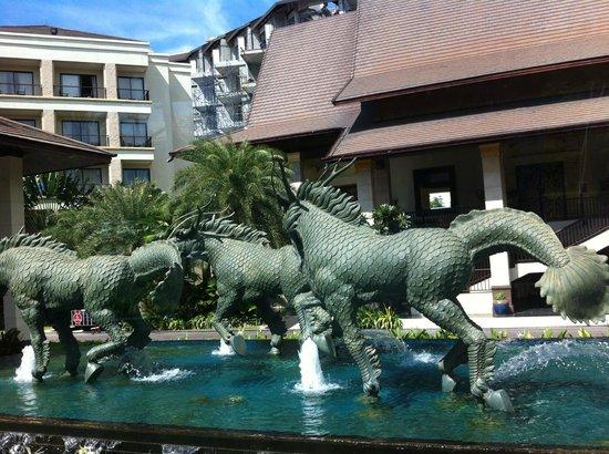 Garden Cliff Resort and Spa: Фантан на входе