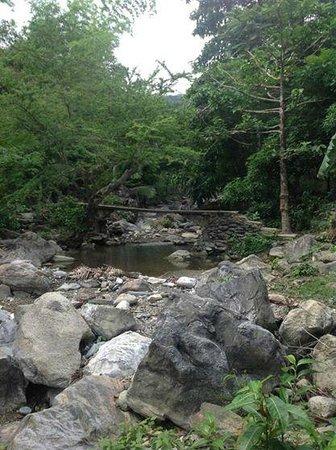Aninuan Falls: Trail