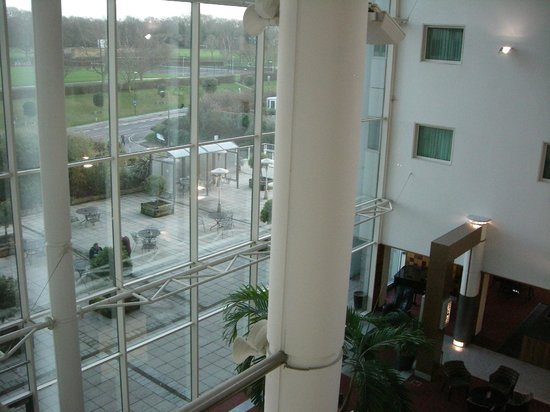 Arora Hotel Gatwick / Crawley: Looking out from our indoor window