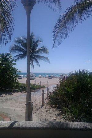 Seagull Hotel Miami South Beach: path by the beach
