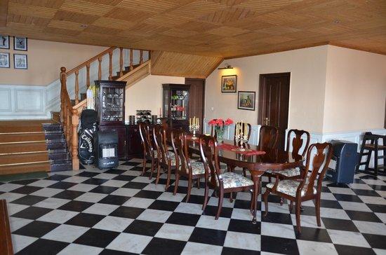 Mahasu House: Dining room