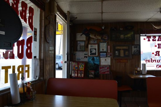 Henk's Pit Bar-B-Que: Interior
