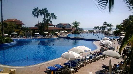 Bahia Principe Costa Adeje: het eerste zwembad... dit is verwarmd.