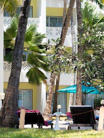 Bamburi Beach Hotel : pool area