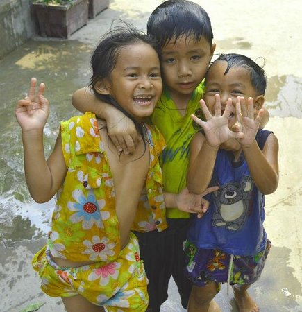 Sam So Guesthouse: These kids made my day every day