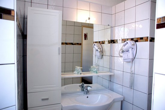 Hôtel du Parc : Salle de bain équipée