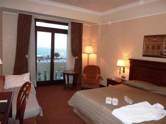 Electra Palace Thessaloniki: A very comfortable and spacious room.
