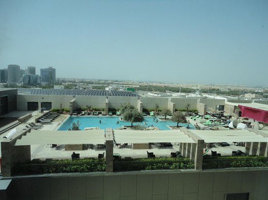 Aloft Abu Dhabi: pool view