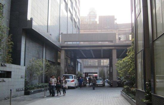 Pullman Shanghai Jing An: Hotel entrance