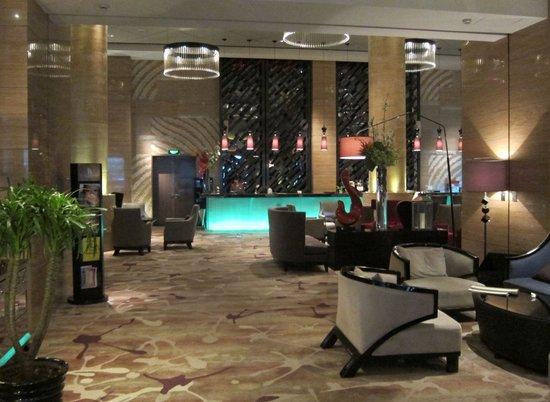 Pullman Shanghai Jing An: entrance lobby