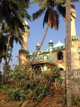 Blue Water Beach Resort: parambil temple