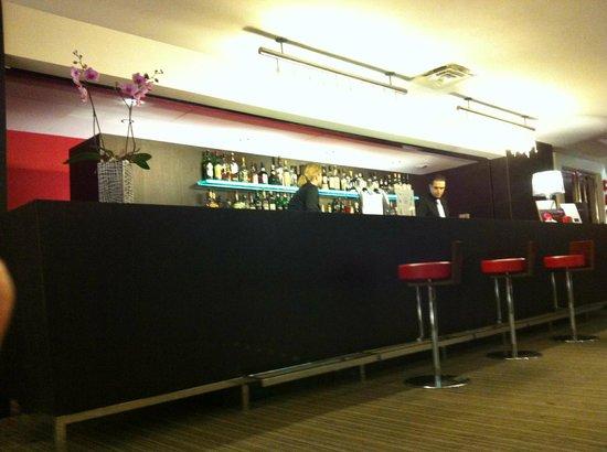 Pullman Bordeaux Lac : bar de l'hotel
