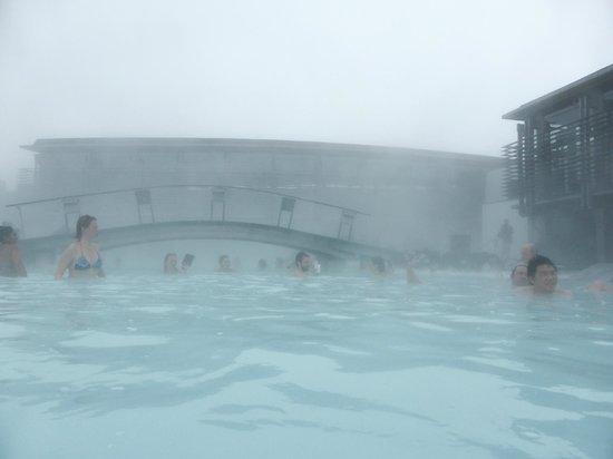 Blue Lagoon : Snowing as you swim
