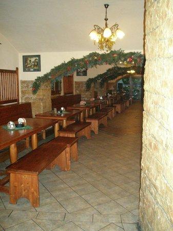 Svejk Restaurant U zeleneho stromu: Пивной зал