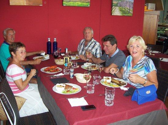 Les Fouges pescado y marisco: Met vrienden, een gezellige middag!