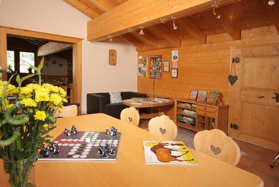 sport-lodge klosters: Spielzimmer