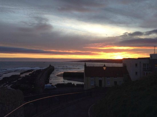 Craigtoun Meadows Holiday Park: St Andrews Harbour at sunrise in January 2014