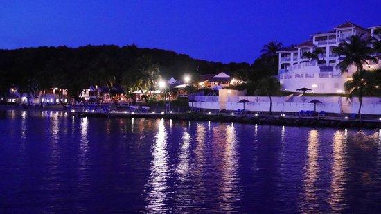 Windjammer Landing Villa Beach Resort: Night time view of the resort