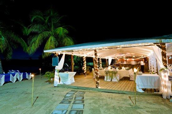 Windjammer Landing Villa Beach Resort: Ember's restaurant